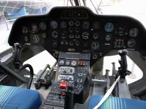 ヘリコプター機内操縦席